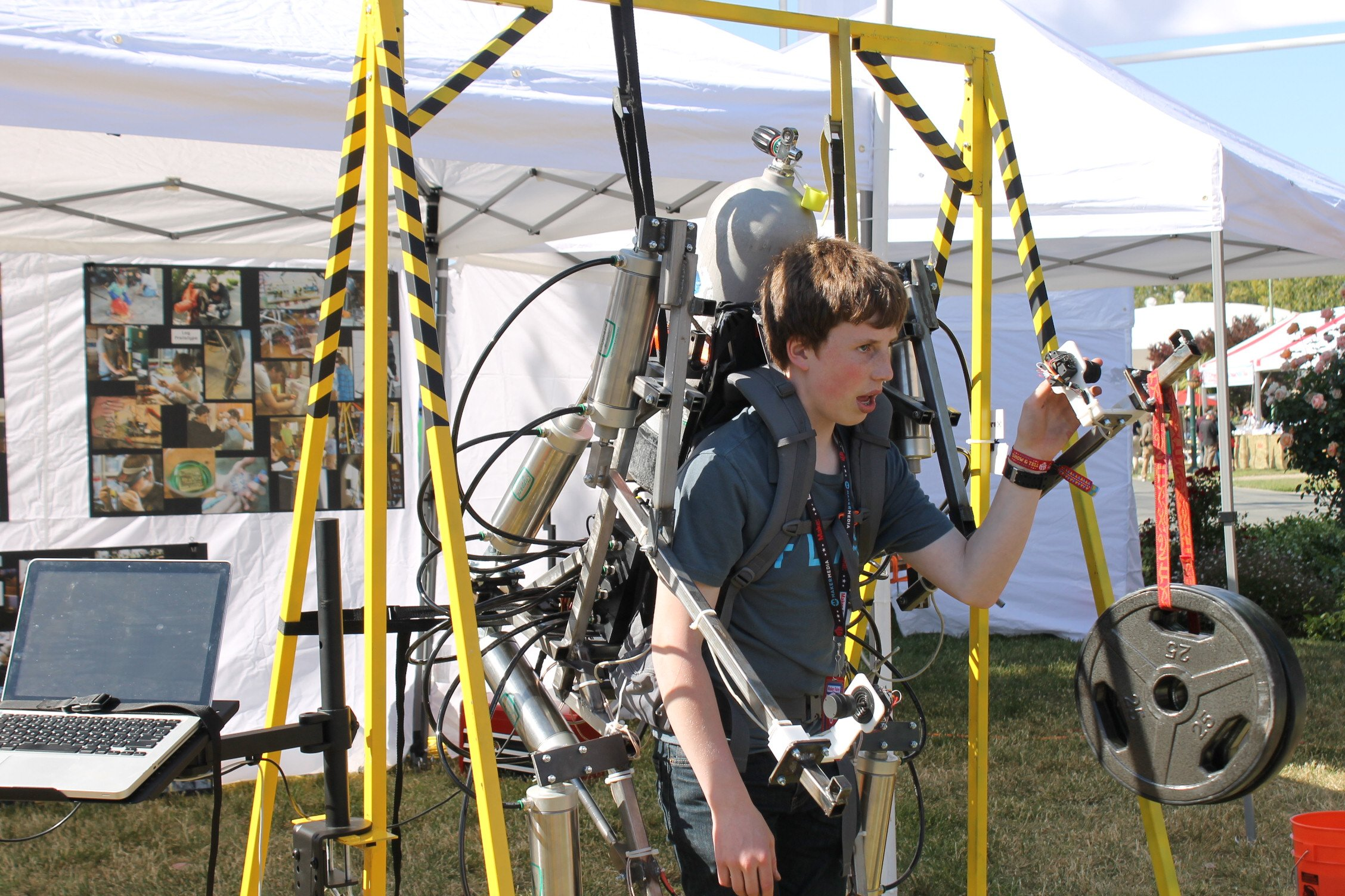 ajax-high-schoolers-built-exosuit-that-can-lift-400-pounds