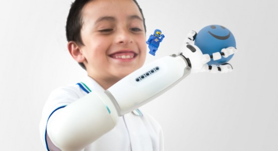 Carlos-Arturo_Torres_lego-prosthetic-arm-Final-Result_4-1024x768
