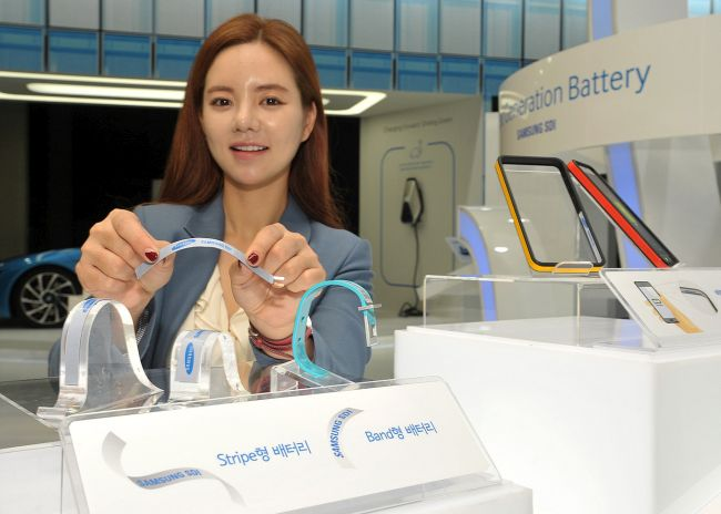 Samsung_unveiled__Stripe_and_Band_batteries_at_InterBattery_2015