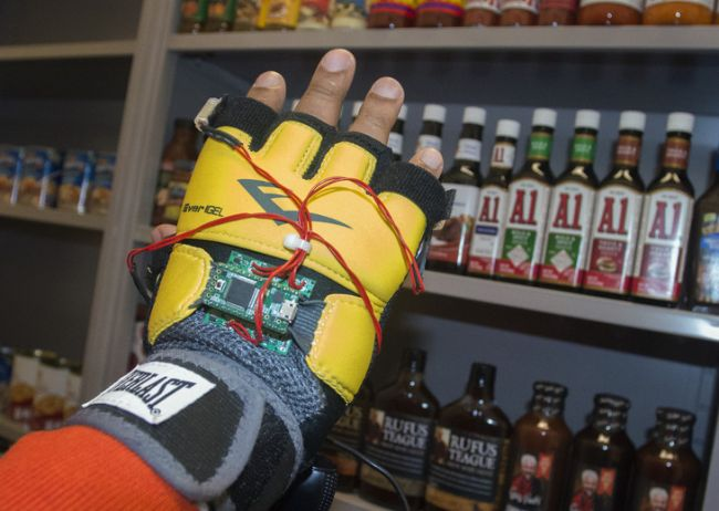 When the Third Eye's vision system  recognizez an item the shopper wants, areas of the glove vibrate and direct the shopper's hand to the item.